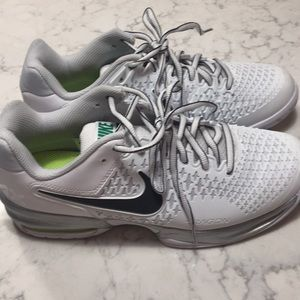 Nike AirMax Cage Court Sneakers - women's 9